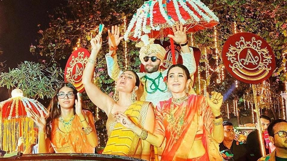 Karisma Kapoor and Kareena Kapoor play baraati at Armaan Jain's wedding.