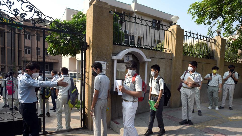 The committee said that many private schools built on government as well as private land have been waiting for the release of outstanding dues towards EWS/DG students.