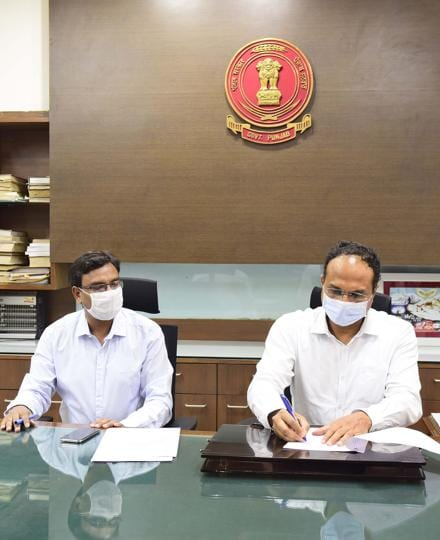 Varinder Sharma (right) taking charge as new deputy commissioner from former DC Pradeep Agarwal at his office in mini secretariat, Ludhiana on Monday.