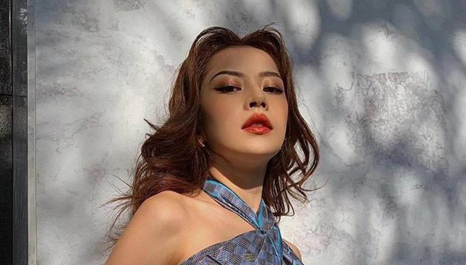 Vietnamese actor Chi Pu wore her scarf as a halter neck top and shared the picture on social media.