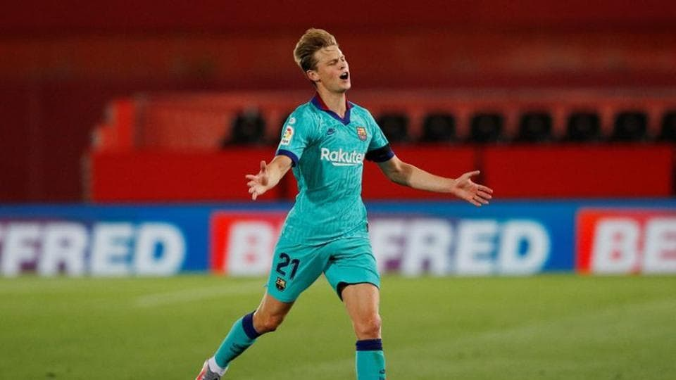 Soccer Football - La Liga Santander - RCD Mallorca v FC Barcelona - Iberostar Stadium, Palma, Spain - June 13, 2020 Barcelona's Frenkie de Jong reacts, as play resumes behind closed doors following the outbreak of the coronavirus disease (COVID-19) REUTERS/Albert Gea