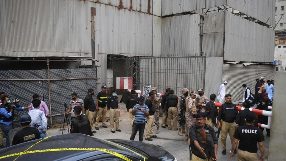 Security personnel guard the main entrance of the Pakistan Stock Exchange building in Karachi on June 29, 2020. - Gunmen attacked the Pakistan Stock Exchange in Karachi on June 29, with four of the assailants killed, police said