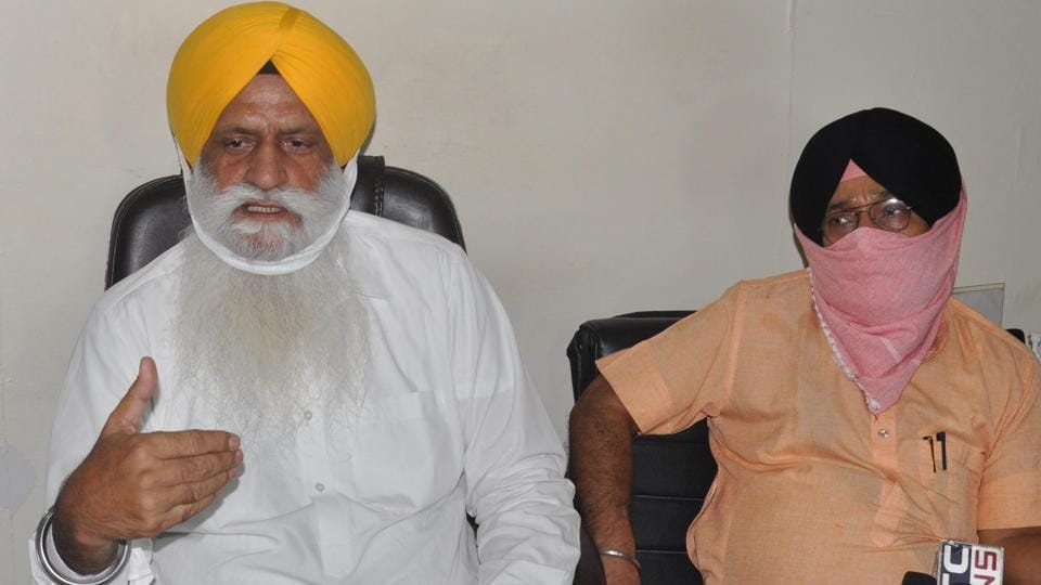 """Shiromani Gurdwara Parbandhak Committee (SGPC) senior vice-president Rajinder Singh Mehta (L) along with other SGPC officials addresses the media during a press conference at SGPC office, in Teja Singh Samundri Hall, Golden Temple complex, Amritsar, Punjab. The SGPC has termed the accusations as """"misleading"""" and """"condemnable"""""""