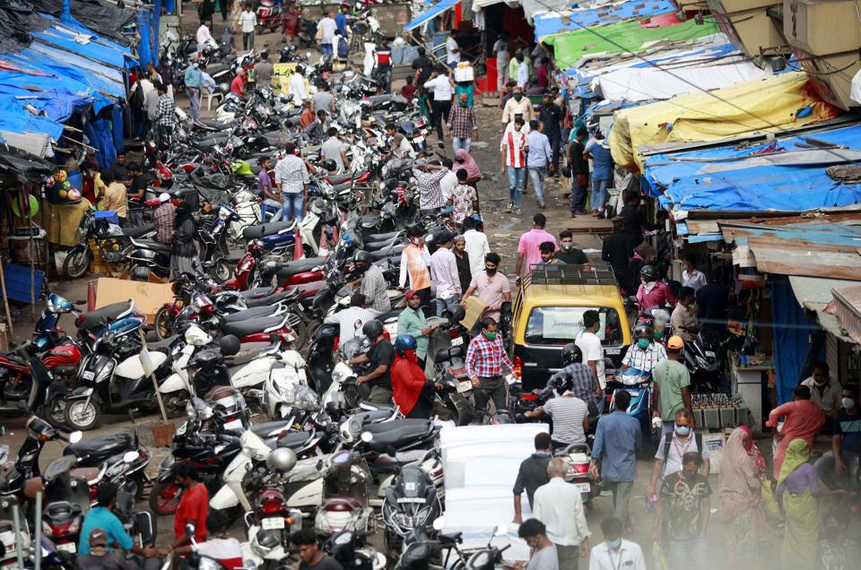 A crowd of shoppers was seen flouting social distancing norms at Crawfordmarket in Mumbai on Thursday.