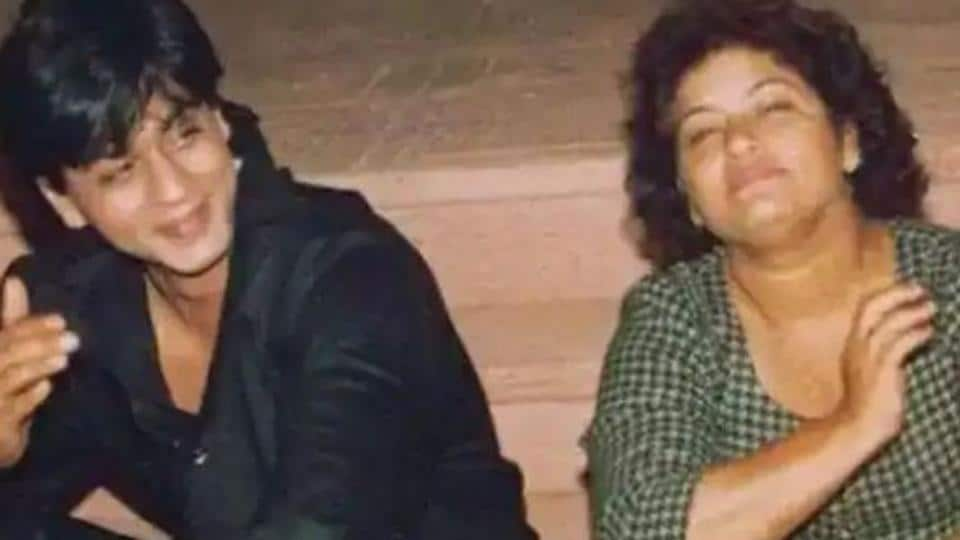 Saroj Khan and Shah Rukh Khan pose together.