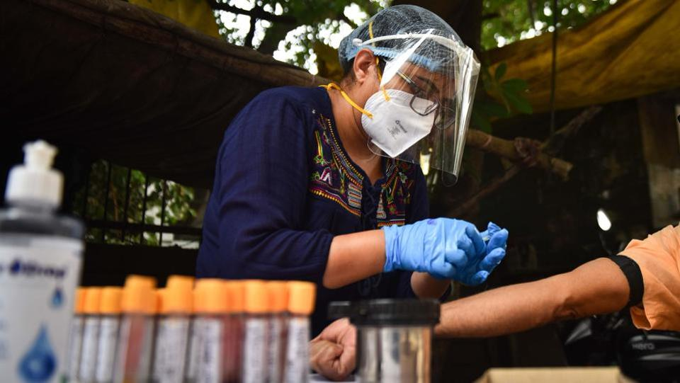 A medical personnel prepares to collect a blood sample during a serological survey in Sarai Rohilla. Three types of tests are currently being conducted in Delhi. RT-PCR test, a confirmatory test whose results come in after a minimum of five hours; rapid antigen test -- highly accurate in identifying positive cases where the results take 30 minutes to come and antibody tests, as part of the serological survey in Delhi to understand the extent of viral spreads. (Sanchit Khanna / HT Photo)