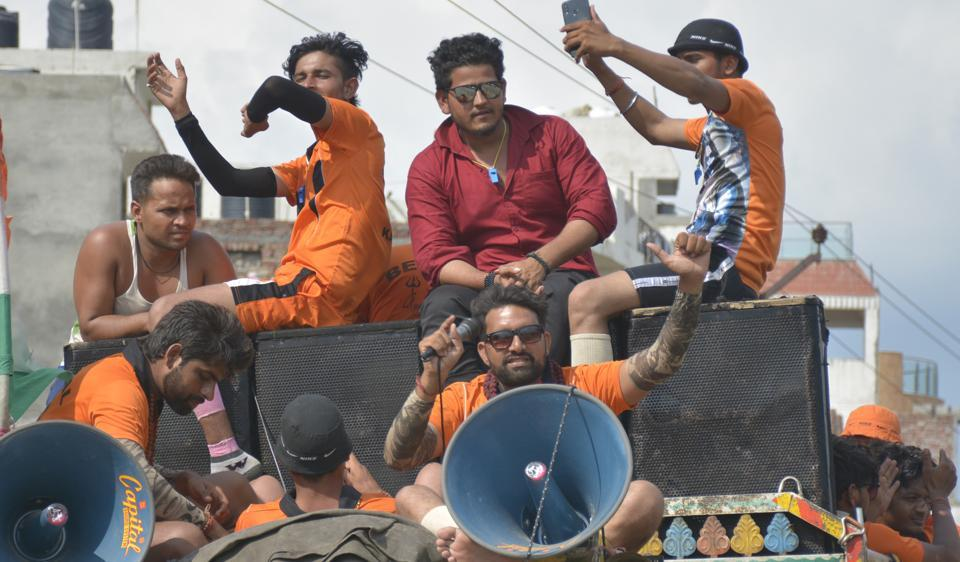 When Kanwariyas had arrived from Haridwar, during the 2019 Kanwar Yatra, at NH 58 Meerut Road in Ghaziabad, the district magistrate and SSP used a chopper to shower petals on them.