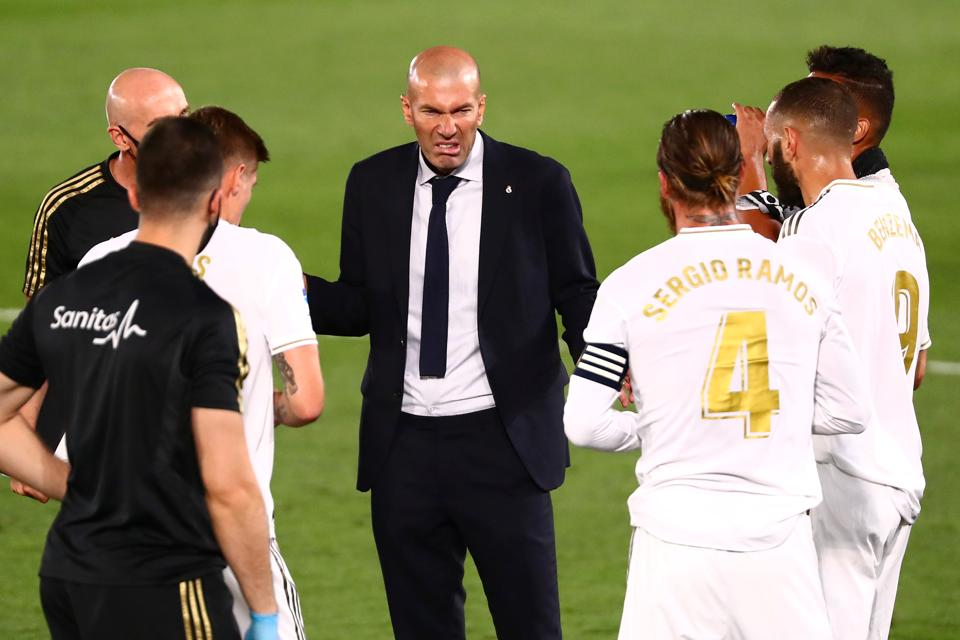 Alfredo Di Stefano Stadium, Madrid, Spain - July 2, 2020 Real Madrid coach Zinedine Zidane with his players during a drinks break,