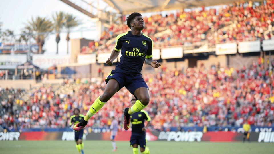 English club Arsenal has been fined 40,000 Swiss francs by FIFA and warned about its conduct regarding player transfers after the club used variable sell-on clauses that were found to give it influence over other clubs, concerning the 2018 departure of Chuba Akpom to Greek club PAOK Thessaloniki.