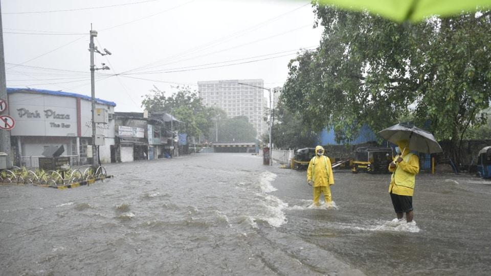 Waterlogging at Andheri subway due to heavy rain in Mumbai. Photo by Satyabrata Tripathy/ht