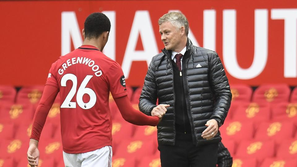 Manchester United manager Ole Gunnar Solskjaer substitutes off Manchester United's Mason Greenwood.