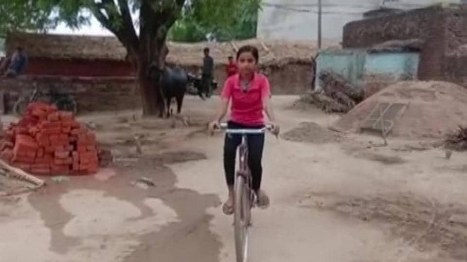 Roshni used to cycle for 24 kilometres on a daily basis just to attend school.
