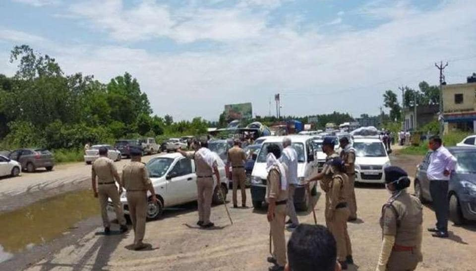 Uttarakhand Police check vehicles being checked at the interstate border in Haridwar to ensure no kanwariya travels to the state.