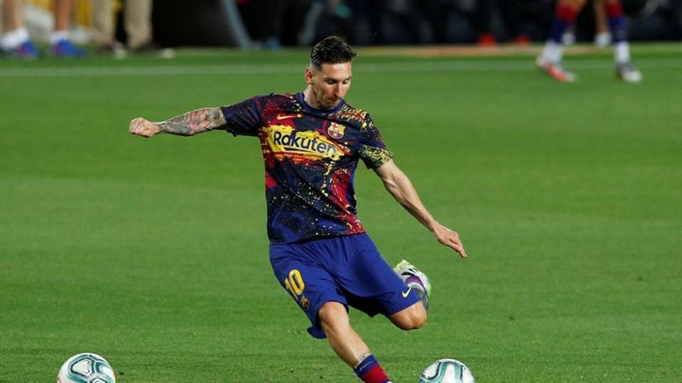 Soccer Football - La Liga Santander - FC Barcelona v Atletico Madrid - Camp Nou, Barcelona, Spain - June 30, 2020 Barcelona's Lionel Messi during the warm up before the match, as play resumes behind closed doors following the outbreak of the coronavirus disease (COVID-19) REUTERS/Albert Gea