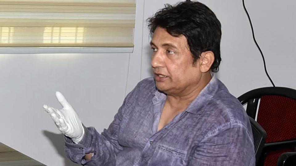 Shekhar Suman met RJD leader Tejashwi Yadav at his residence, in Patna.