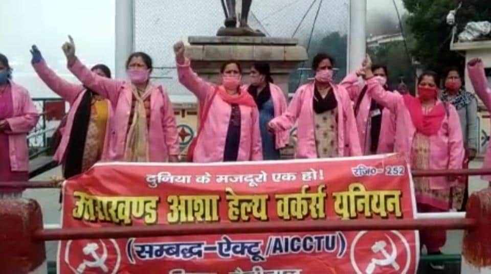 ASHA workers from Nainital recently staged a protest supporting workers from Champawat district. (HTphoto)