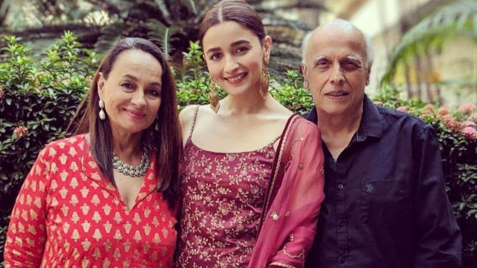 Soni Razdan with Alia Bhatt and Mahesh Bhatt.