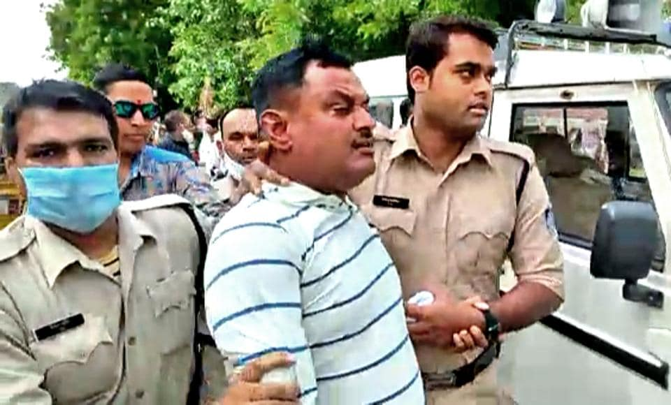 Madhya Pradesh, July 09 (ANI): Police personnel arrest Vikas Dubey, the main accused in the Kanpur encounter case, at the Mahakal temple, in Ujjain on Thursday. (ANI Photo)
