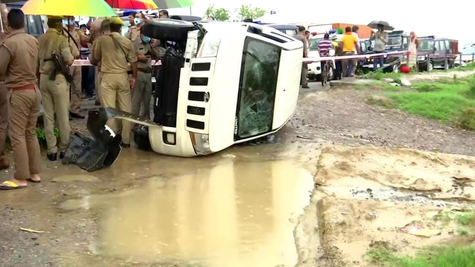 One of the vehicles of the convoy of Uttar Pradesh Special Task Force (STF) that was bringing back Vikas Dubey from Madhya Pradesh to Kanpur overturned, in Kanpur on Friday,  July  10,  2020.