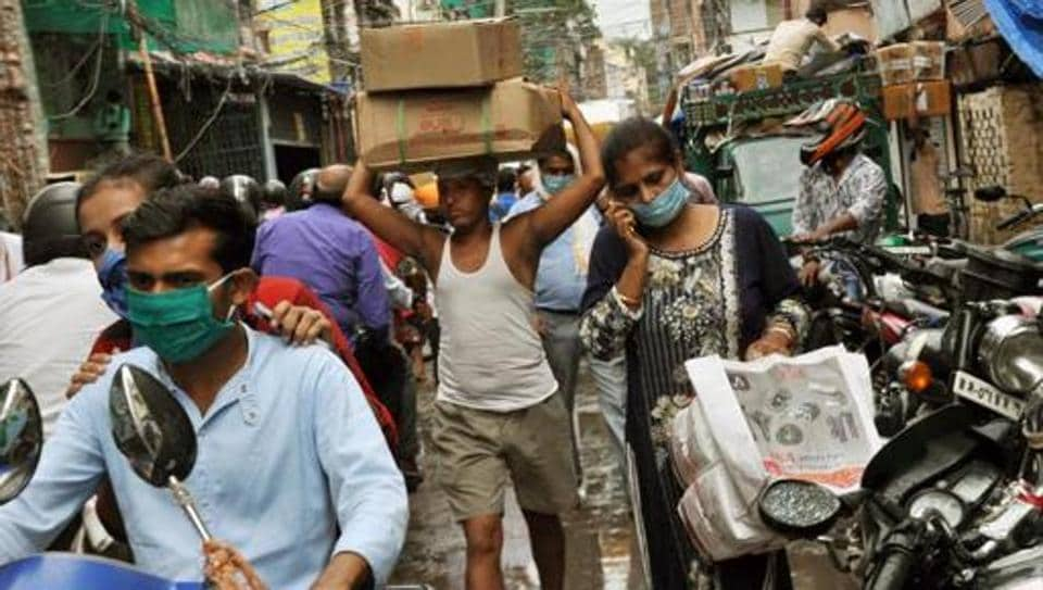 People rush to gather supplies after the district administration announced a lockdown in the light of surging coronavirus cases at Govind Mitra Road in Patna earlier this week.