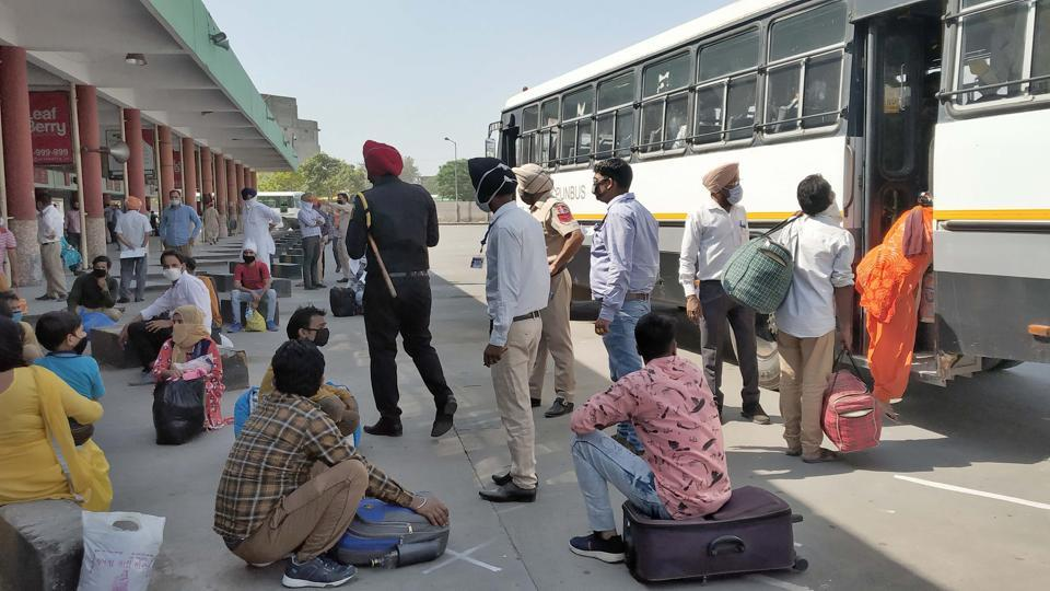 In Delhi, interstate bus services were suspended on March 21.(Photo by Gurpreet Singh/Hindustan Times)