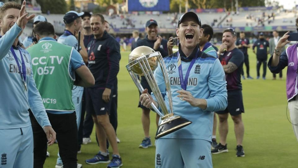 England captain Eoin Morgan with World Cup trophy.