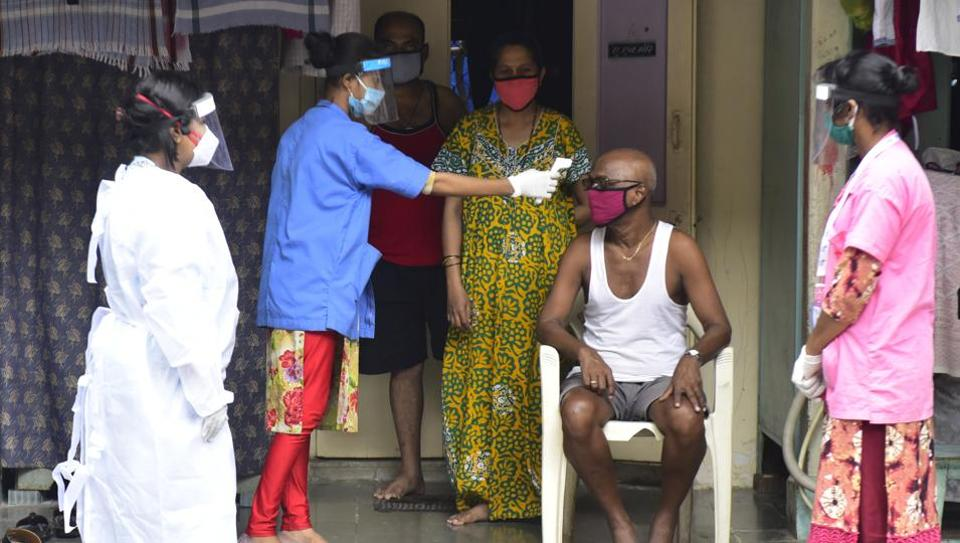 Health workers check an elderly person during a COVID-19 screening in Mumbai on July 14. Of the 91,457 people diagnosed with Covid-19 in Mumbai till July 11, 22.5% were aged 60 years and above. In the same period, of the 5,241 reported deaths in Mumbai, 54.3% belonged to the same age group, HT reported citing data from the Brihanmumbai Municipal Corporation (BMC). (Anshuman Poyrekar / HT Photo)