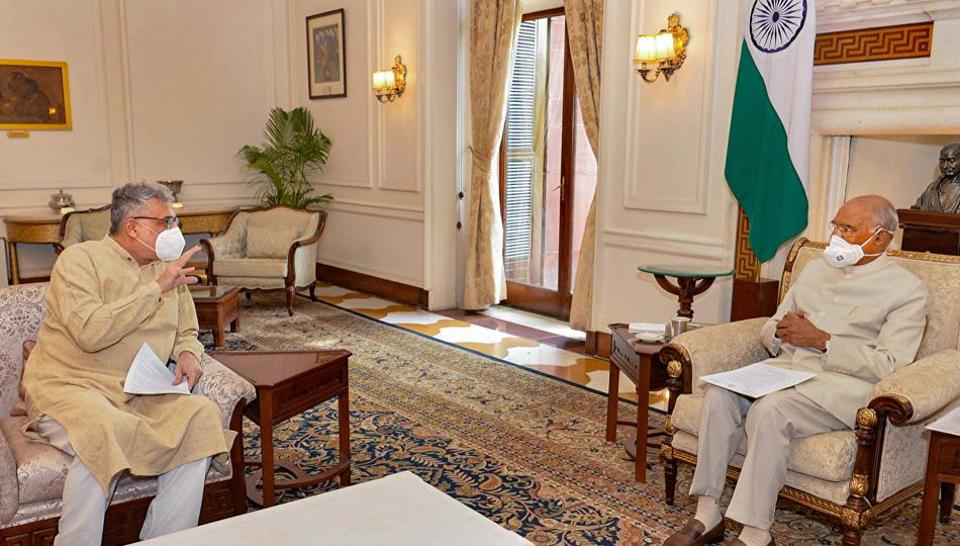 TMC leader Derek O'Brien met President Ram Nath Kovind on Wednesday to hand over a letter from West bengal Chief Minister Mamata Banerjee.
