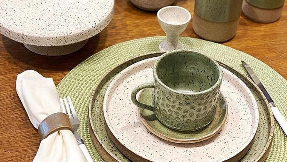 Youngsters are opting for dinnerware that is sustainable and organic and has the power to telegraph your impeccable taste to other people who are ecologically conscious too and enjoy such things.