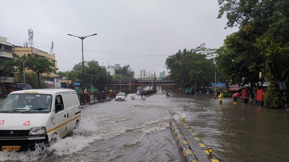 Waterlogging at Gandhi Market, Sion in Mumbai. Photos by Pratik Chorge