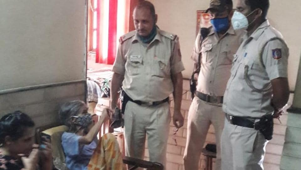 She remained inside the bed box for nearly 10 minutes, deputy commissioner of police (central) Sanjay Bhatia said.
