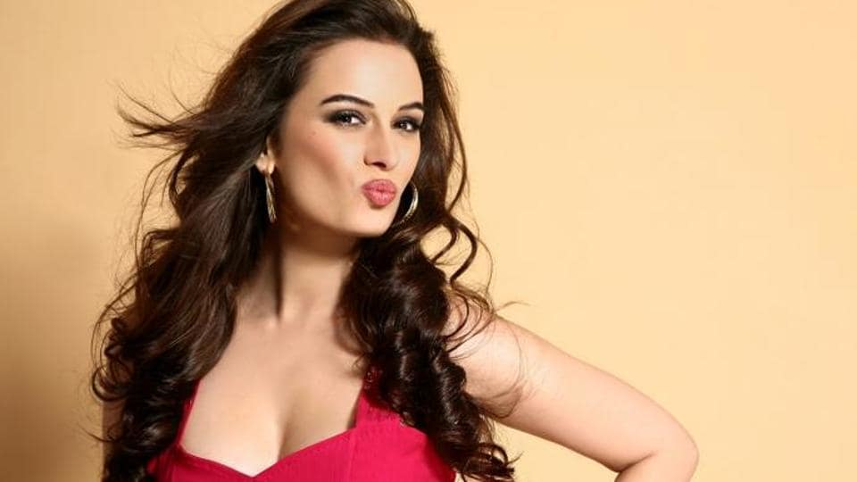 Evelyn Sharma on stereotypes in Bollywood: Ten years and 15 films later,  people still think I won't be able to deliver my dialogues in Hindi |  Entertainment News - Hindustan Times