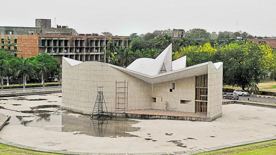 Gandhi Bhawan was designed by Pierre Jeanneret, who also designed several other buildings on the Panjab University campus, including the administrative block, and the arts and science blocks.