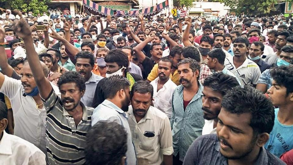 Villagers stage a protest in solidarity with custodial death victims J Bennicks and P Jayaraj at Sathankulam on June 28.