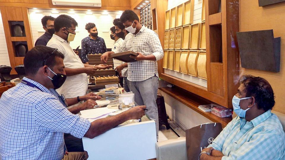 Customs officials raid Heza jewellery shop for their alleged involvement in Trivandrum Airport gold smuggling case, in Kozhikode.