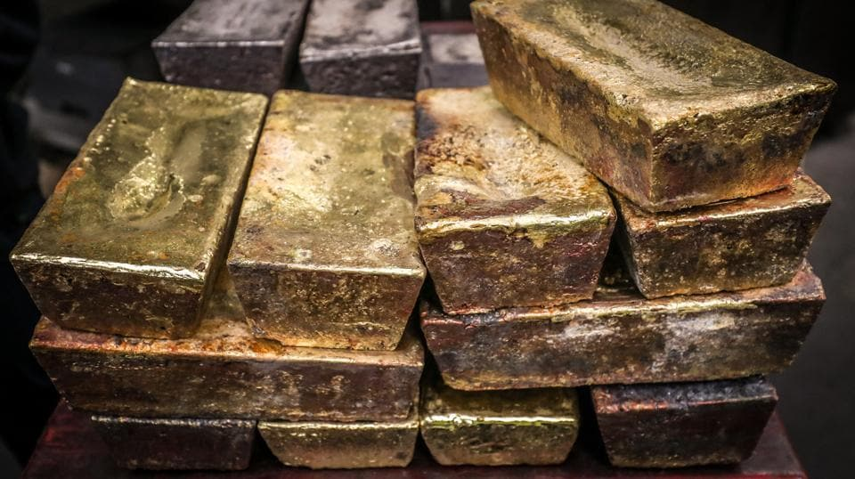 The team has also started a massive operation to trace the smuggled gold and seized 10 kg from two jewellers in Kozhikkode on Saturday.