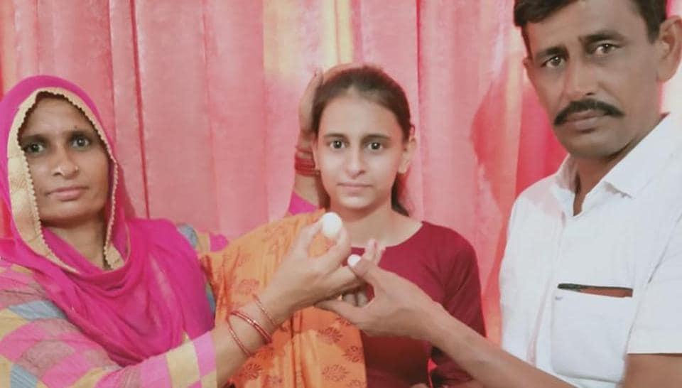 Pushpa Rani with family members
