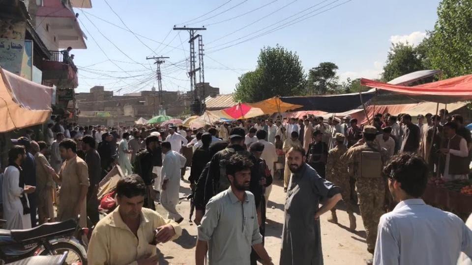 District Headquarter Hospital (DHQ) Deputy Medical Superintendent Dr Qaiser Abbas Bangash said that at least 17 injured, including a child.