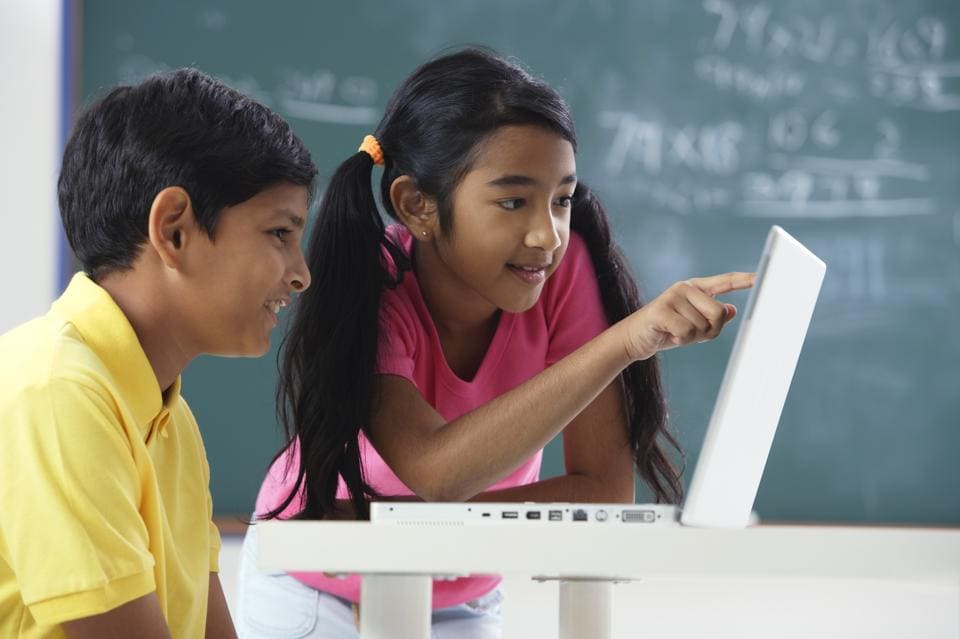 The main component of India's education policy should be one of blended education, which combines traditional classroom learning with online methods