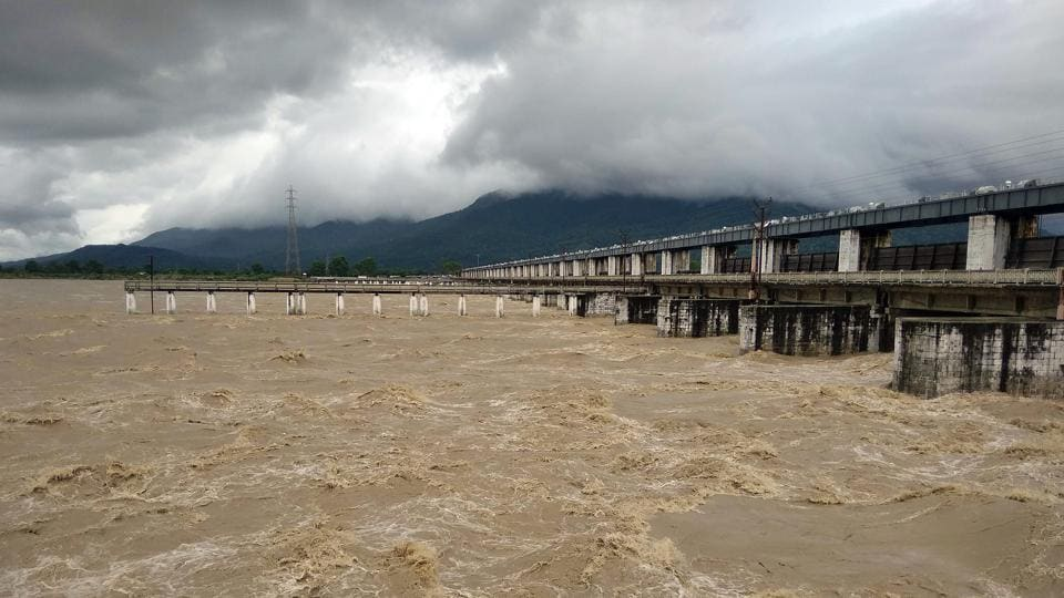 A view of the flooded Valmikinagar barrage on River Gandak on July 22. River Gandak has turned turbulent following incessant downpour in the catchment area of Nepal and two districts of East and West Champaran, coupled with heavy discharge of water into the river from Valmikinagar barrage, HT reported.  (ANI)