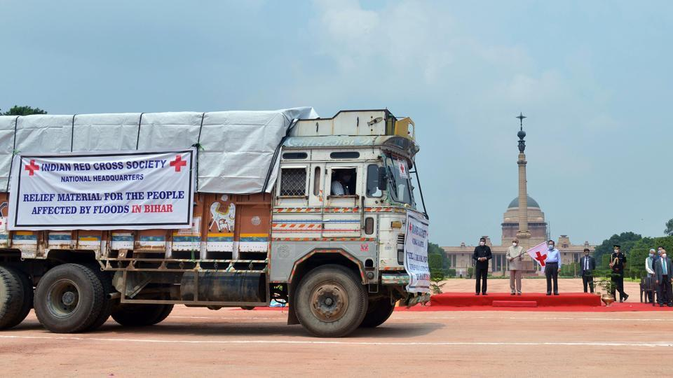 President Ram Nath Kovind flags off trucks carrying Red Cross Relief Material for people affected by flood and COVID-19 in Bihar at Rashtrapati Bhawan in New Delhi on July 24. The relief material included items such as tarpaulins, tents, saris, dhotis, cotton blankets, kitchen sets, mosquito nets, bed sheets, buckets, two water purification units and Covid-19 relief items, a government official told PTI. (ANI)