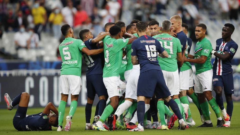 Big Brawl Breaks Out After Mbappe S Injury As Psg Win 13th French Cup Watch Football Hindustan Times