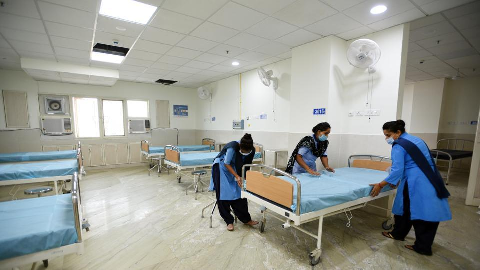 Beds being made at the recently launched 450-bed Covid-19 hospital in Burari on July 25. Chief Minister Arvind Kejriwal, who had claimed last week that Delhi has turned a corner in its fight against the virus, took to Twitter on July 26 to say that the occupancy of designated hospital beds for Covid-19 has come down sharply in the national capital over the last one month. (Ajay Aggarwal / HT Photo)
