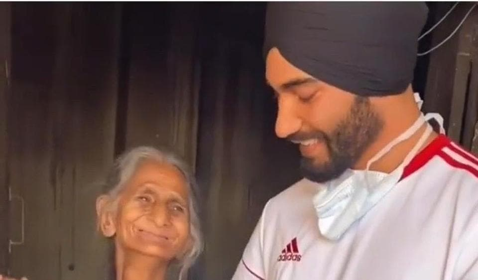 Mandeep Singh Manny donated rations to this old lady who suffers from a neurological disorder