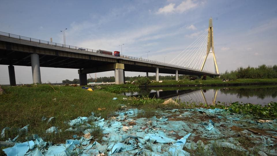 As per an NGT order of 2015, any kind of dumping of waste or construction and demolition debris in and around the floodplains is prohibited.