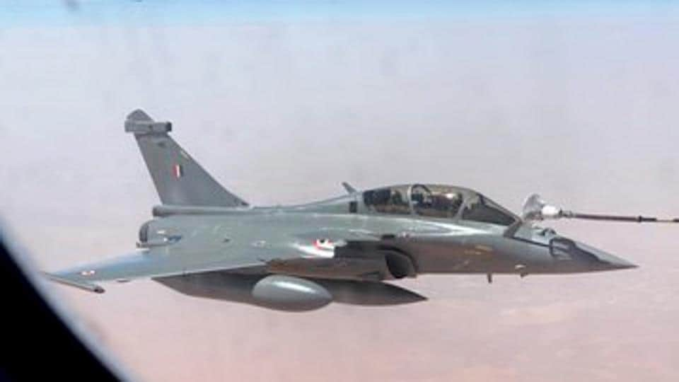 File photo: Rafale fighter jets being refuelled mid-air on their way to Ambala from France.