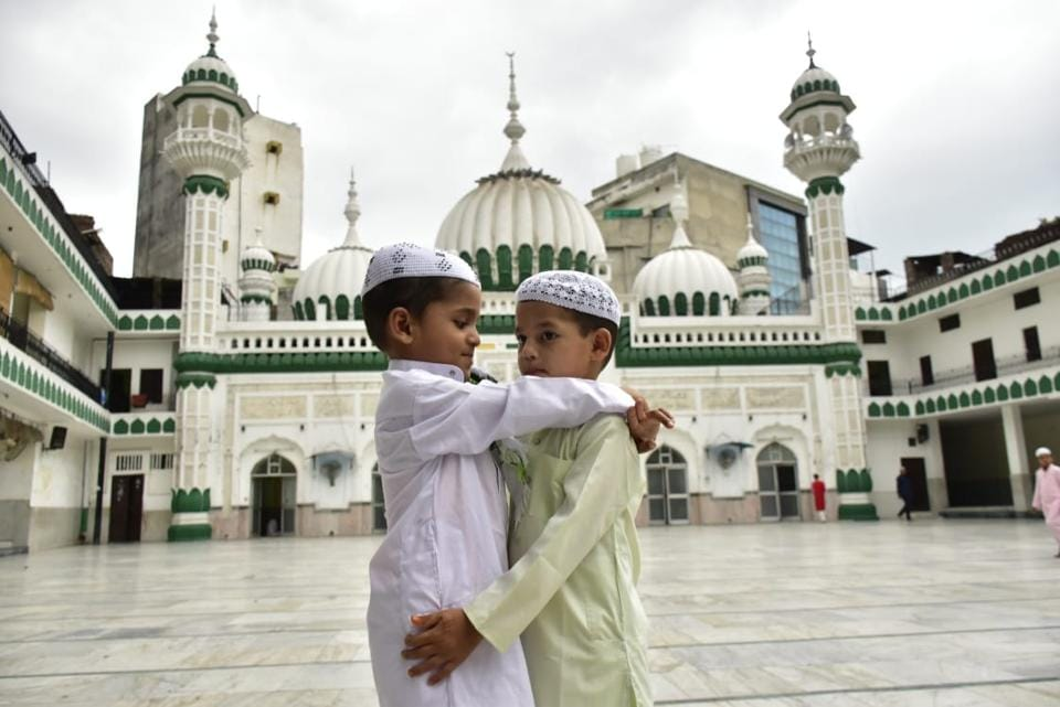 Children embrace on the ocassion of Eid al-Adha at Jama Masjid in Amritsar on the occasion of Eid-Ul-Adha on Saturday. (HT Photo)