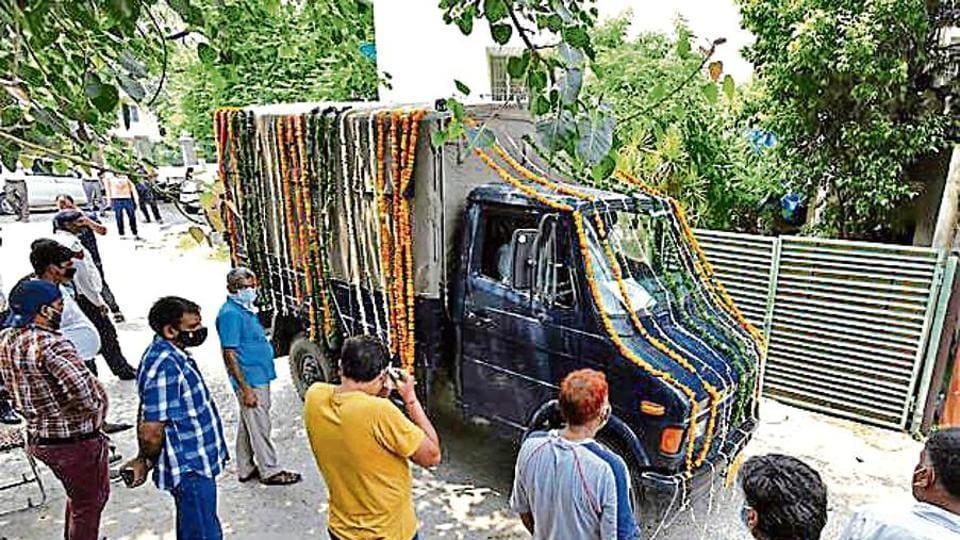 A Delhi police vehicle at his Vasant Enclave residence last week, to take the officer's body to the crematorium.