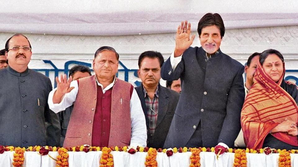 Amitabh Bachchan and Jaya Bachchan with Amar Singh and Mulayam Singh Yadav in Lucknow on December 16, 2009