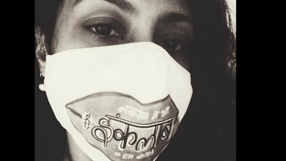 "Konkona Sen Sharma wearing a mask that reads, ""Naqab me bhi inquilaab, hum bolenge."""